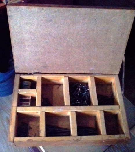 Ящик под гвозди и саморезы